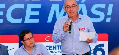Bajo la consigna de devolver la decencia a lo público, Carlos Alberto Gómez e Iván Aguilar lanzaron su campaña,que busca llegar al voto de opinión. Transparencia y posicionamiento de Santander son su consigna.