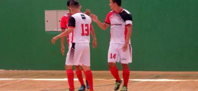 El equipo Gigiomanía - Hotel BGA (foto) se instaló en la final del Torneo de Fútbol Sala Fifa categoría libre tras golear 9-3 al Atlético Santander. En la instancia definitiva se medirá ahora ante el representativo de la Universidad Industrial de Santander, que también celebró.