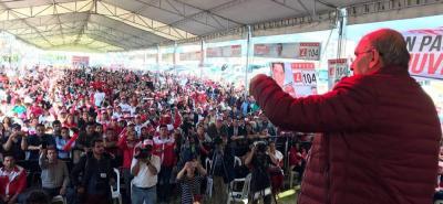 Mientras el candidato presidencial por el liberalismo, Humberto de la Calle, continúa arremetiendo contra Germán Vargas Lleras, un sector de su partido pide unirse al exvicepresidente.