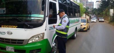 Las empresas dedicadas  al servicio de transporte escolar deben cumplir normas por la seguridad de los estudiantes.