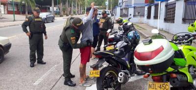 La Policía Nacional efectúa las acciones de control en los diferentes sectores de Floridablanca, aunque se concentra en las zonas de La Cumbre, Cañaveral, Bucarica y casco antiguo.