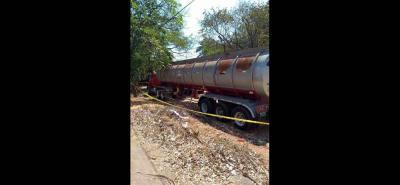 Este era el camión cisterna que conduicía Aldemar Fontalvo el pasado viernes en jurisdicción de Cesar, cuando resultó muerto. Aparentemente se propinó un disparó con un revólver dentro de la cabina del vehículo.
