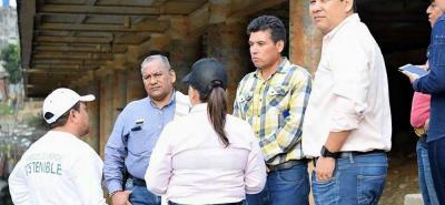 La visita de inspección fue realizada en compañía de líderes de la comunidad, quienes conocen los puntos críticos.