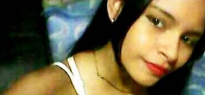 La joven de 18 años estaba atendiendo su puesto de empanadas cuando se desató el tiroteo.