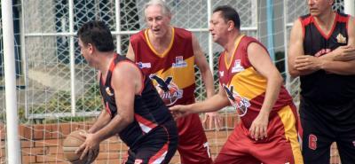 El quinteto de Águilas logró su primer triunfo en el Torneo de Baloncesto de Unibasvet, al derrotar por 70 - 53 a su similar de Acelas Construcciones, en juego disputado en las instalaciones del Club La Chispa.