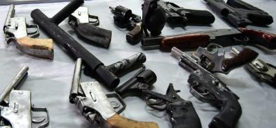 Las autoridades competentes son las encargadas de hacer cumplir la orden de la Jefatura del Estado Mayor de la Quinta Brigada, incautando las armas de fuego sin 'salvoconducto'.