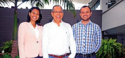 Karin Aguilar, Henry Lamos y Daniel Martínez, profesores de la UIS e investigadores del grupo Opalo.