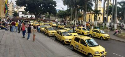 20 taxistas esperan que el Alcalde de Bucaramanga los reciba, tras el paro