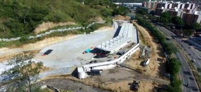 La construcción del portal de Metrolínea, en el sector del barrio Portal de Río Frío en el Anillo Vial, está en un 79% de avance.