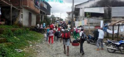 Los enfrentamientos de grupos armados han provocado el desplazamiento masivo en varias regiones del país.