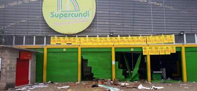 Saqueos y desmanes se registraron en la noche del lunes en los supermercados de testaferros de las Farc.