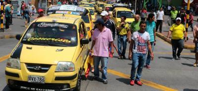 """Los taxistas continúan promoviendo manifestaciones y protestas en la ciudad porque, según denuncian, """"la Alcaldía y Tránsito los están atropellando""""."""