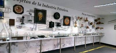 En el museo que funciona desde 1984, se exhiben piezas arqueológicas, así como objetos relacionadas con la extracción de petróleo, maquetas de torres de perforación y otras obras relacionadas con la industria.