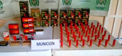 En total fueron hallados por la Policía 875 cartuchos de diversas denominaciones.