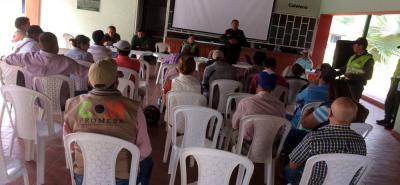 En las instalaciones del colegio Holanda, en el sector de la Mesa de Los Santos, se cumplió la reunión de seguridad.