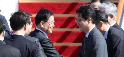 Es la primera vez que el líder norcoreano Kim Jong-un se reúne con representantes surcoreanos.