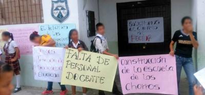 La comunidad educativa pide la salida del actual rector.  Los estudiantes anunciaron más protestas.