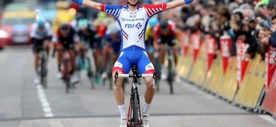 El pedalista francés Rudy Molard (Groupama - FDJ) se impuso ayer en la sexta etapa de la París - Niza, en la que los colombianos Esteban Chaves y Sergio Luis Henao fueron protagonistas.