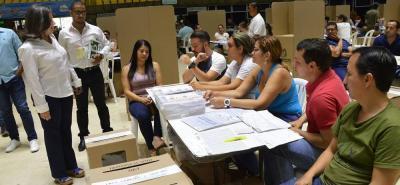La falta de tarjetones para consultas interpartidistas causó malestar entre los electores.