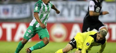 Atlético Nacional, gracias a un gol de Vladimir Hernández, derrotó en su primera salida en Copa Libertadores de América, 1-0 a Colo Colo en Santiago de Chile.