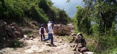 Estos caminos de piedra son muy frecuentados por personas dedicadas a las caminatas ecológicas y por los extranjeros. Fueron construidos antes de la llegada del alemán Lenguerke en 1852, y se dice que fueron erigidos por los españoles en el periodo colonial.