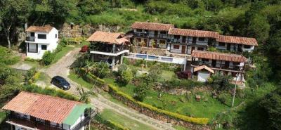 La naturaleza alrededor y la vista a hermosos parajes como el gran Cañón de Chicamocha son algunos de los atractivos del hotel Terrazas de la Candelaria.