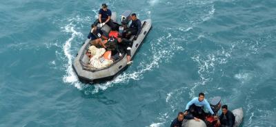 Un grupo de 40 migrantes, entre asiáticos de diferentes nacionalidades y cubanos, fue rescatado por la Armada Nacional en aguas del Urabá antioqueño en la mañana de este lunes.