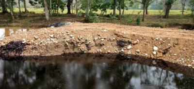 El despliegue logístico que mantiene Ecopetrol ha logrado contener la mancha 600 metros antes del río Sogamoso.