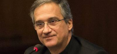 La dimisión se da tras la polémica causada por la publicación de una carta de Benedicto XVI.