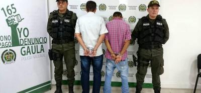 Los hombres fueron detenidos cuando recibían el dinero de la víctima.