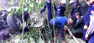 A pocos metros de las retorcidas latas de la camioneta Kia Sorento quedó el cuerpo sin vida de María Trinidad Machuca, de 78 años.