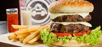 Cada receta fusiona la comida casera con la hamburguesa y añade los ingredientes que más le gusten y reviva recuerdos a los comensales.