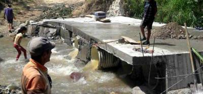 El puente artesanal está ubicado en la Vía a Los Bambués hacia Nueva Colombia, y permite el paso de más de tres mil personas que antes de la mejora debían exponerse a cruzar el Río Hato.