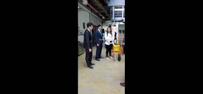 El dispositivo puede pasar por una calle de 40 centímetros y la altura de fumigación se puede calibrar.