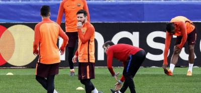 El argentino Lionel Messi y el uruguayo Luis Suárez, delanteros del Barcelona, reconocieron ayer el césped del estadio Olímpico de Roma, donde disputarán hoy la vuelta de los cuartos de final de la Liga de Campeones. El equipo español tiene la ventaja por la victoria 4-1 en la ida.