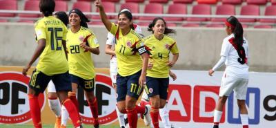 Colombia venció 3-0 ayer a Perú y se aseguró el primer lugar del Grupo A de la Copa América femenina que se disputa en Chile, logrando su cupo a los Panamericanos de Lima, y ahora buscará un puesto a los Olímpicos de Tokio y al Mundial de Francia.