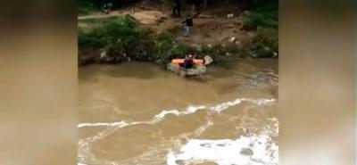 Joven resultó herida tras caer al Río de Oro