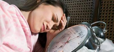 Quienes se duermen tarde fallecen antes, sugiere estudio
