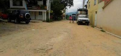La comunidad celebró la noticia, pues al sector le urge la pavimentación de la vía principal, así como la construcción de juegos infantiles y canchas en las áreas de cesión.