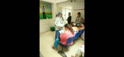 La comunidad de los barrios El Consuelo y Rincón de Girón se sienten desprotegidos, en la prestación de servicios médicos.