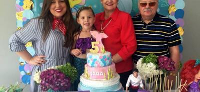 Ana María Alviar, Sara Alviar, Sara Rueda y Darío Alviar.