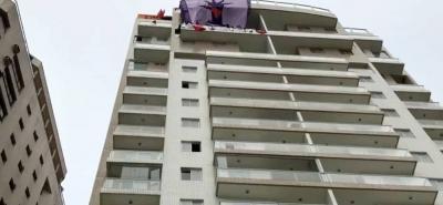 Unos 30 militantes del MTST invadieron un ático de tres plantas situado en la playa de Guarujá, en Sao Paulo.
