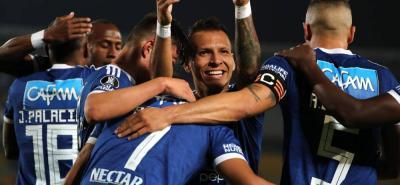 De la mano de Ayron del Valle, quien anotó tres goles, Millonarios logró su primera victoria en la presente edición de la Copa Libertadores, tras derronar anoche por 4-0 a Deportivo Lara.