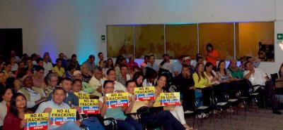 El 15 de julio de 2017 se realizó en Barrancabermeja el primer Foro de Yacimientos no Convencionales, promovido por Ecopetrol. Una de las críticas del evento fue la restricción de acceso a líderes en contra del fracking.