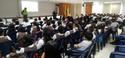 Ante la situación, la Policía ha desarrollado charlas con los alumnos para garantizar la convivencia escolar en las aulas de clase.