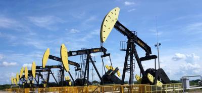 Ayer, el barril de petróleo Brent para entrega en junio cerró en 73,48 dólares, alcanzando los niveles máximos desde noviembre de 2014; por su parte el WTI cerró en US$68,47, el precio más alto desde diciembre de 2014.