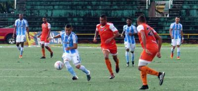 Real Santander se recuperó en Villavicencio, donde perdía 2-0 en el primer tiempo ante Llaneros, y terminó empatando el duelo. El equipo 'albo' se metió entre los 8 mejores.