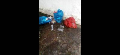 Según la queja ciudadana, la basura está siendo dejada en el parque Peralta, lo cual brinda una mala imagen a los turistas.