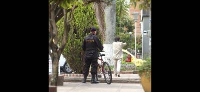 Los celadores de barrio cumplen una importante labor de vigilancia en el municipio, aunque algunos ciudadanos están preocupados por el hurto de contadores y que nadie manifieste haber visto a los ladrones.