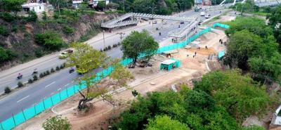 Con movimientos de tierra se construye el Parque Lineal, que estará a un lado de la nueva Estación de Bomberos.
